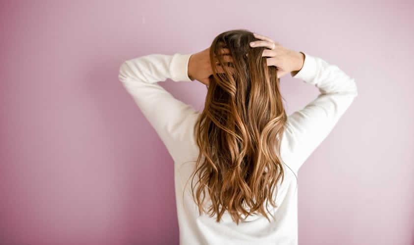 Caduta dei capelli in inverno. I rimedi per contrastarla - Farmacia ... 855d82794717